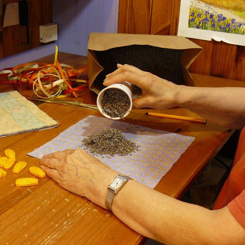 fabrication de sachets de lavande pour armoires